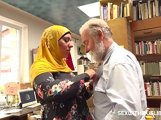 Aisha Bahadur Bookstore Owner Fucks A Happy Muslim 720p
