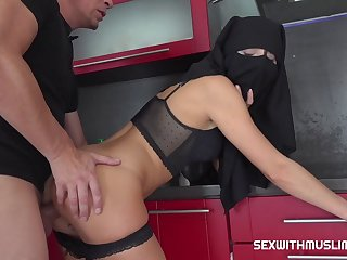 Naughty Naked Muslim Charwoman 720p